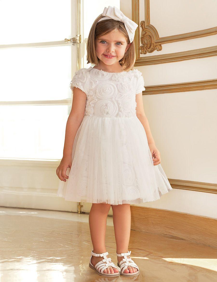 d8daf491e Vestido para niña de ceremonia confeccionado con tul fantasía color blanco  haciendo relieve de flores en