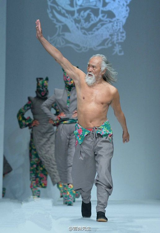 79 year-old Chinese actor on the walk the runway!!! this is so inspiring