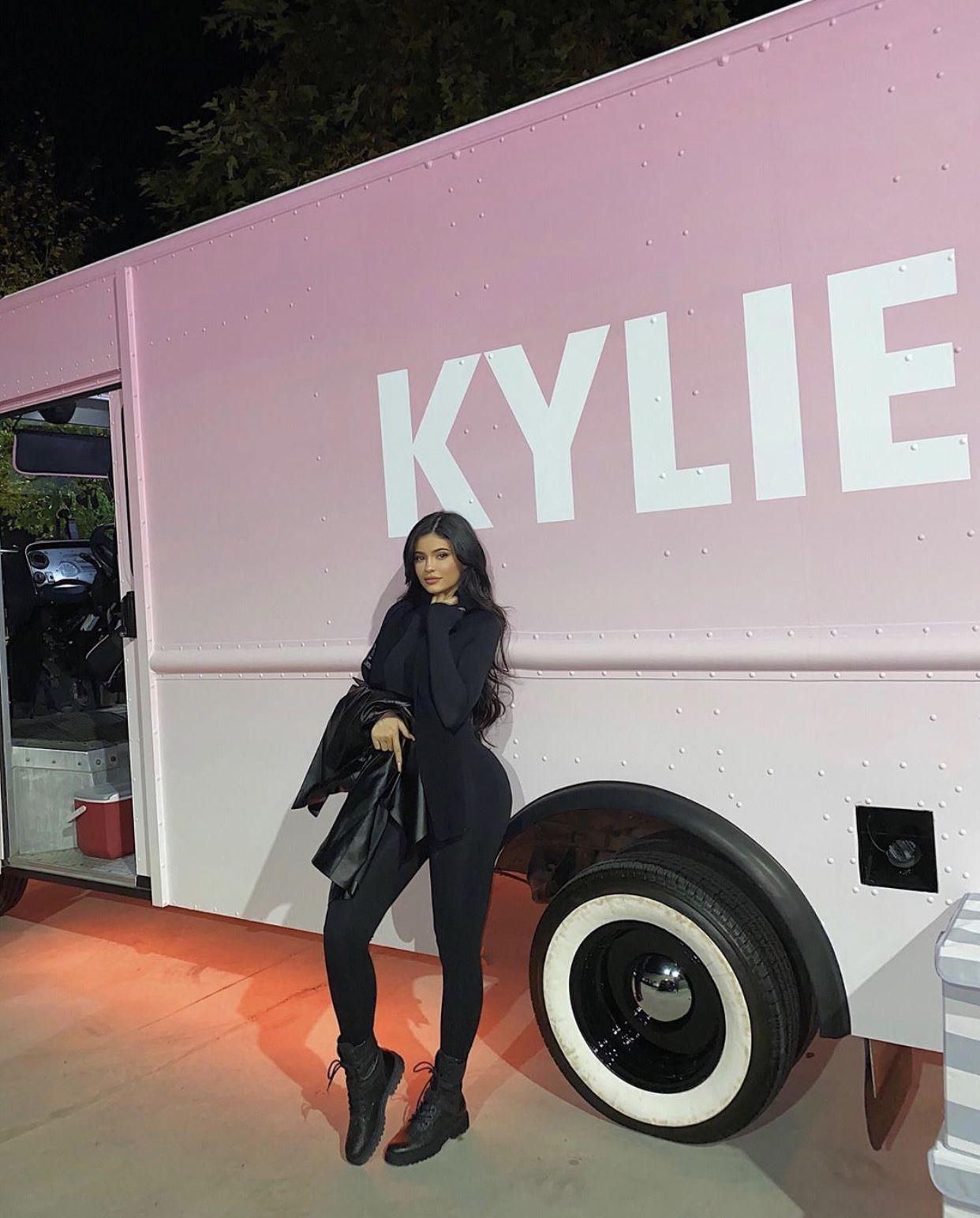 Instagram yuriaec Kylie jenner black, Kylie jenner