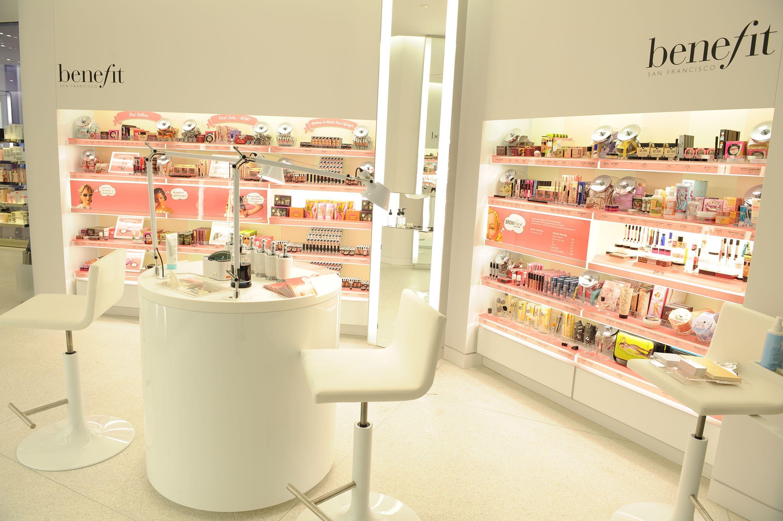 Decoration cosmetic shop design nail salon pinterest for Design shop