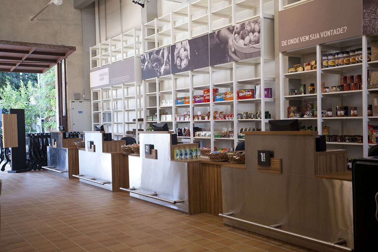 Restaurante e Empório EAT / a:m studio de arquitetura