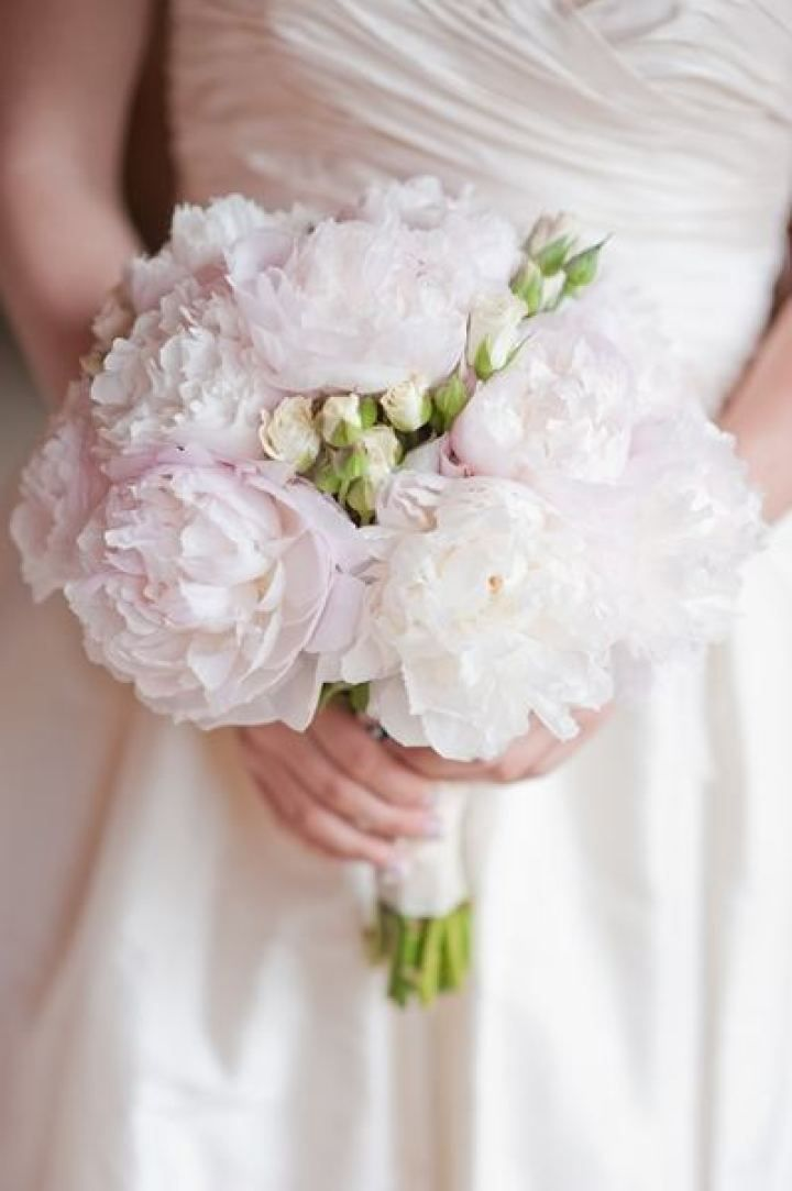 Blush peonies wedding bouquet | fabmood.com #weddingbouquet #bridalbouquet #blush #peony