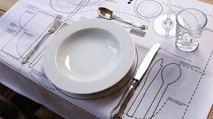 l 39 astuce pour savoir comment mettre la table correctement helpful hints etiqueta en la mesa. Black Bedroom Furniture Sets. Home Design Ideas