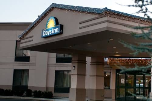 Days Inn Of Parsippany Parsippany New Jersey Located 2 Miles From Downtown Parsippany New Jersey This Hotel Is Within Walking Dis Inn Hotel Shopping Center