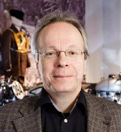 Toimi Jaatinen -   Tampereen kaupungin kulttuuri- ja vapaa-aikapalvelujen kulttuuri- ja taideyksikön johtaja Toimi Jaatinen.