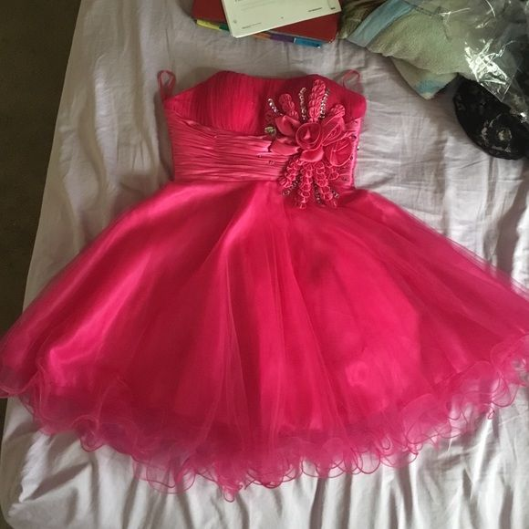 Short Pink Prom Dress Hot pink. Medium. Brand new, only worn once. Willing to negotiate price. Cheaper if through ️️ Dresses Prom