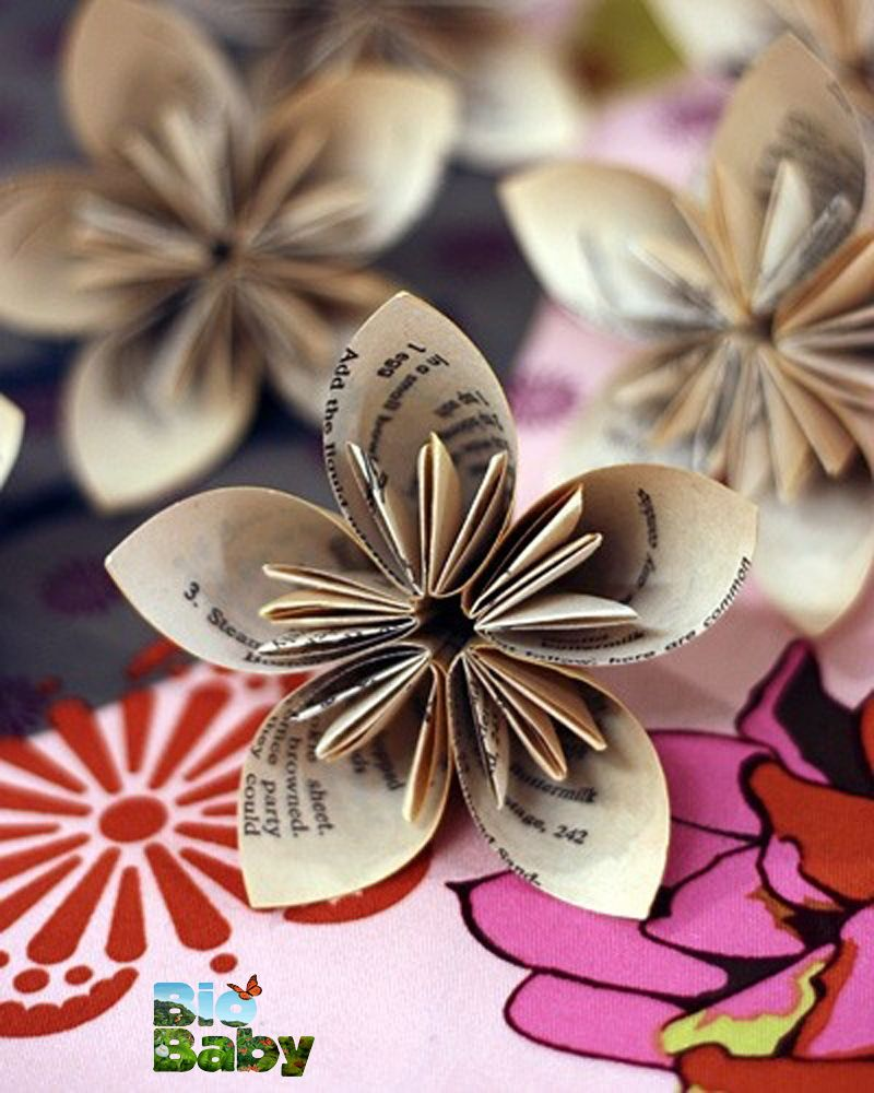 Puedes crear lindas flores doblando papel peridico o de revistas kusudama paper flowers the rag and bone has made these kusudama flowers from old book pages and points us to some tutorials for making our own mightylinksfo