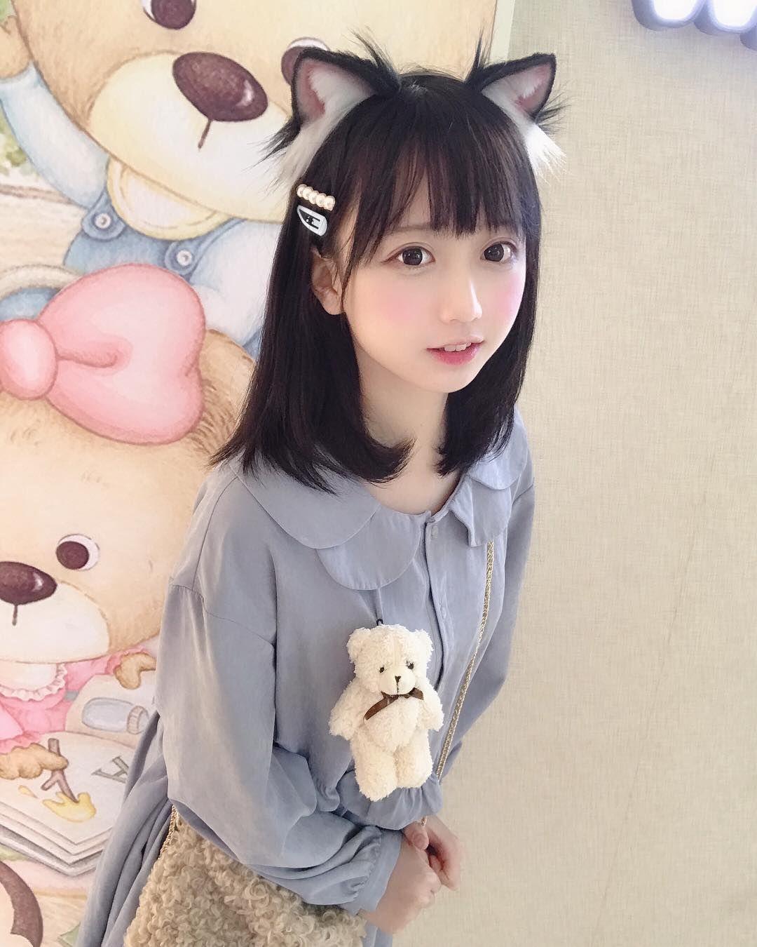 Gambar mungkin berisi 1 orang ねこ, かわいい, 可愛い女の子