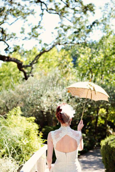 Los parasoles son una idea coqueta y elegante para estar más cómodos cuando aprieta el sol.