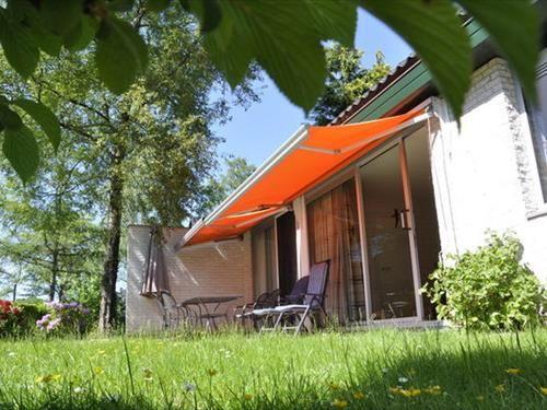 huisje op domein in Friesland 230 euro licht en verzorgt +85 euro allerlei voorzieningen
