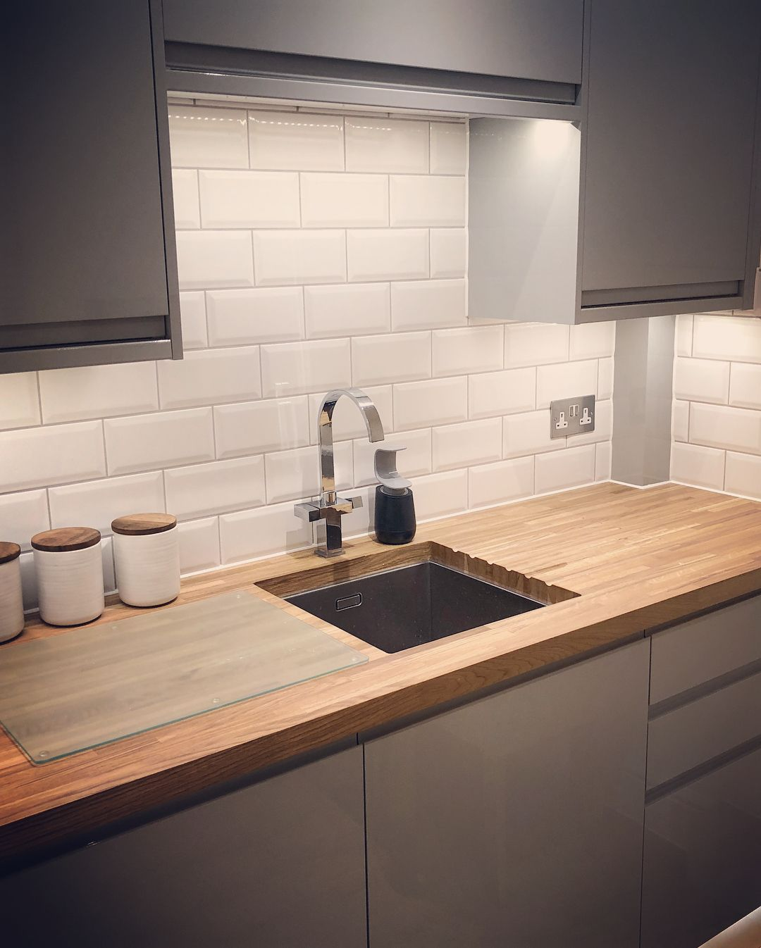 Grey Gloss Kitchen Howdens: Finally, Our New Kitchen! Gloss Grey Handleless