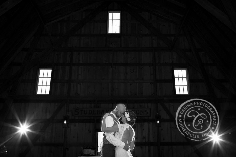 Barns Of Old Glory Wedding Photos Farm Wedding Wedding Photos Wedding
