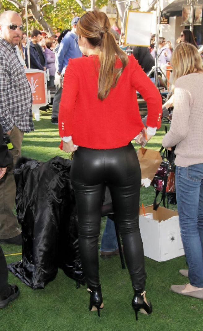 Maria menounos sexy ass
