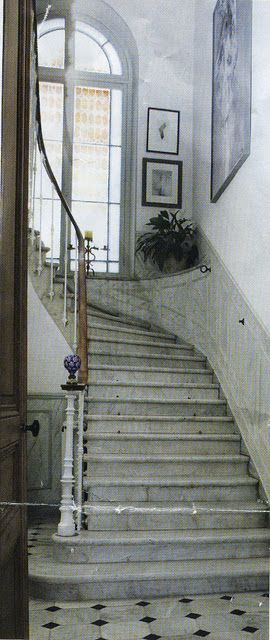 French Country Farmhouse Stairway Clever Way To Treat The