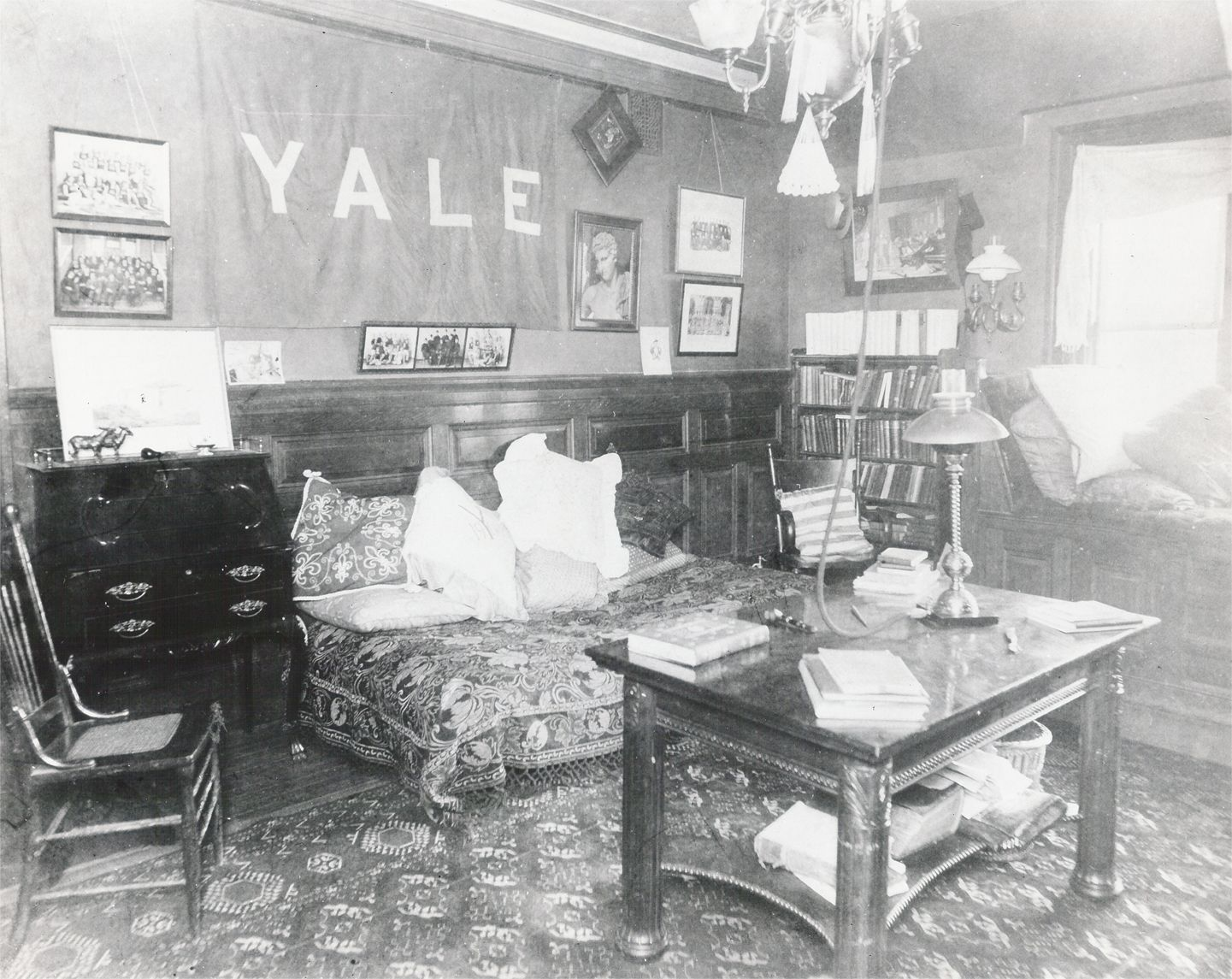 WH Vanderbiltu0027s Yale Dorm Room In The 1900s Part 82
