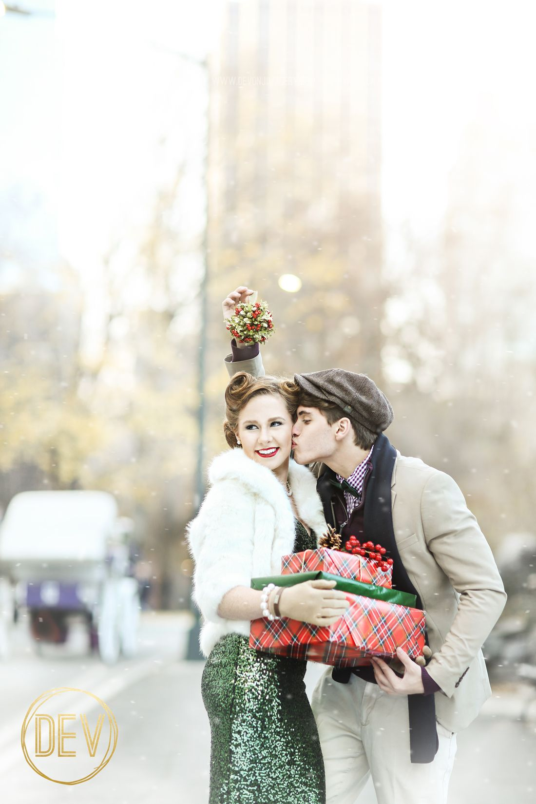 senior engagement couple vintage picture portrait ideas new york city nyc christmas time mistletoe gifts snow