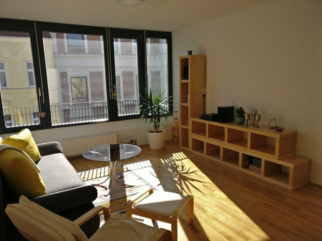 Das Perfekte Wohnzimmer Für Eine Wg Das Sofa Und Der Sessel Bieten