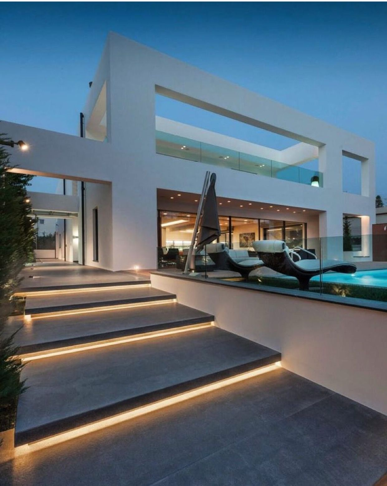 Pin de doris diaz en luxurious outdoor living pinterest - Escaleras de casas modernas ...