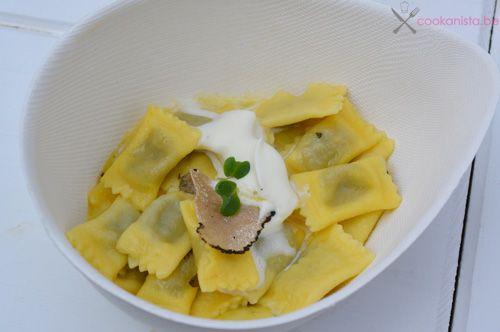 Ravioli al plin, gevuld met brasato en overgoten met boter, salie en verse truffel bij La Botte op Limburg Proeft