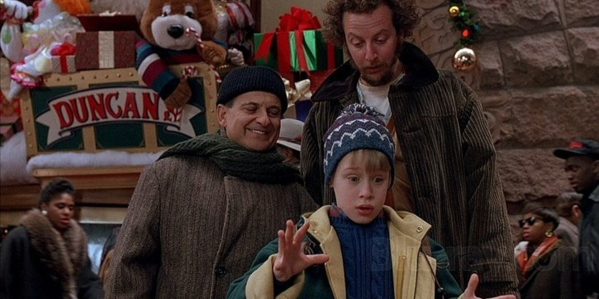 8 Christmas Movies That Make New York Look Like A Magical Holiday Wonderland Home Alone Watch Home Alone Home Alone Movie