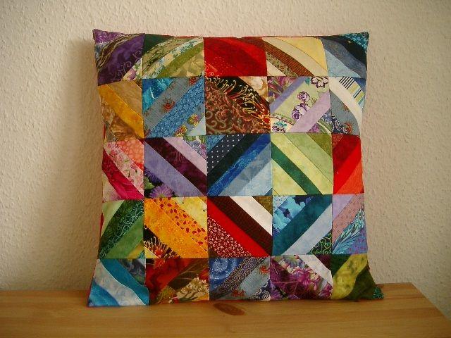 kunterbuntes patchwork kissen von n hwittchen auf quilting. Black Bedroom Furniture Sets. Home Design Ideas