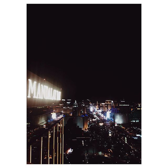 Throwin it back (or flashing it back I guess since it's Friday?) to this hell of a view from my little trip to Vegas two weeks ago. These days I spend my nights and weekends with my face buried in books.  College. #philosophymajor #school #college #ucberkeley #busy #weekend #vegas #lasvegas #mandalaybay #thefoundationroom #foundationroom #thestrip #night #city #travel #vsco by kianamccourt