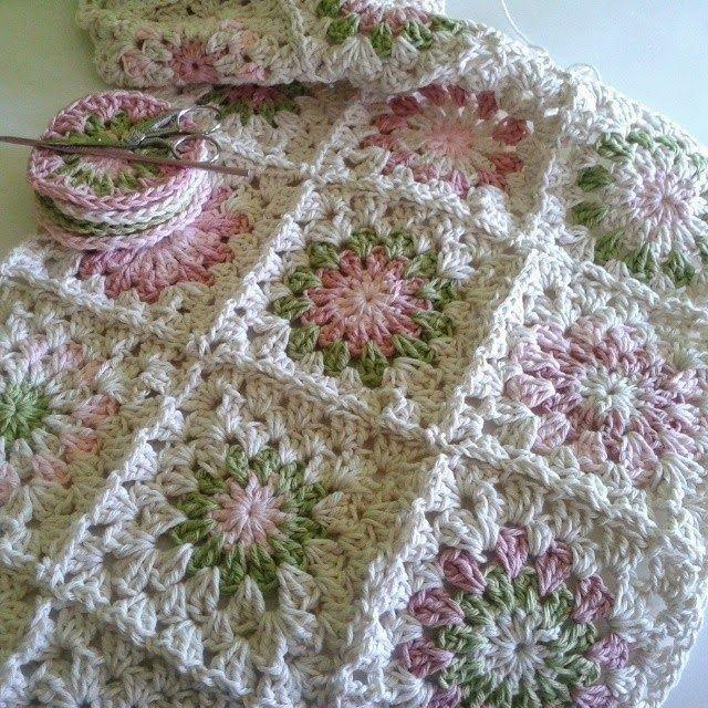 Manta tejida a crochet - Granny squares - afghan | Colchas a cuadros ...