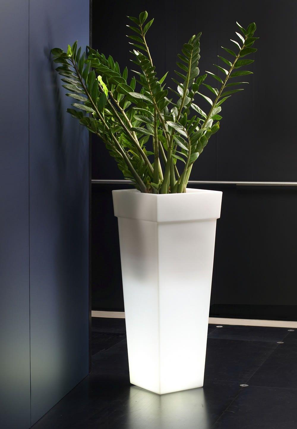 Vasi luminosi alti serie geryon con vasi alti da interno for Vasi design interno