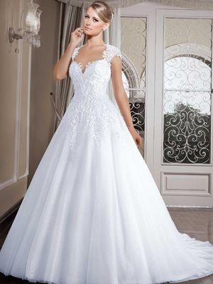 Vestido de noiva Rodado com decote princesa Saia em net de paetê, sobreposta com tule e aplicações de renda Cauda fixa