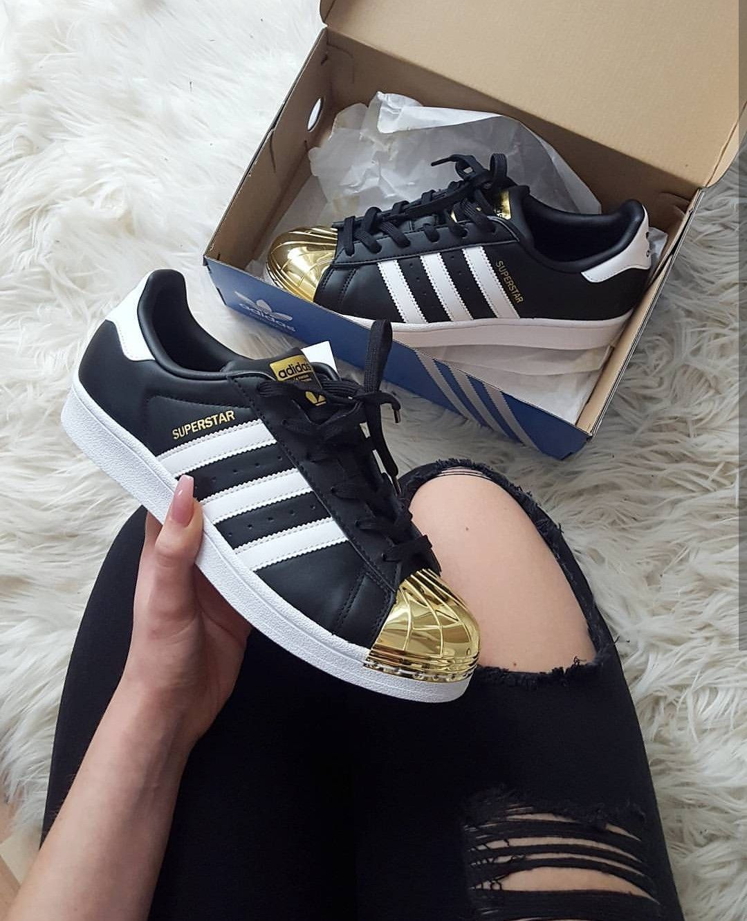 new arrival 51a0a dd406 adidas Originals Superstar metall toe in white-black-gold ...