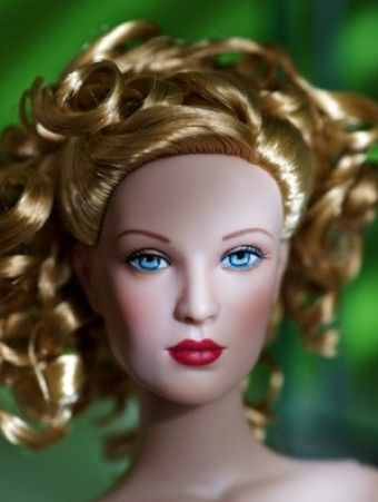 About Torch Song Goddess: From the 2009 Dick Tracy Collection, this lovely Breathless doll has lovely golden blonde hair.