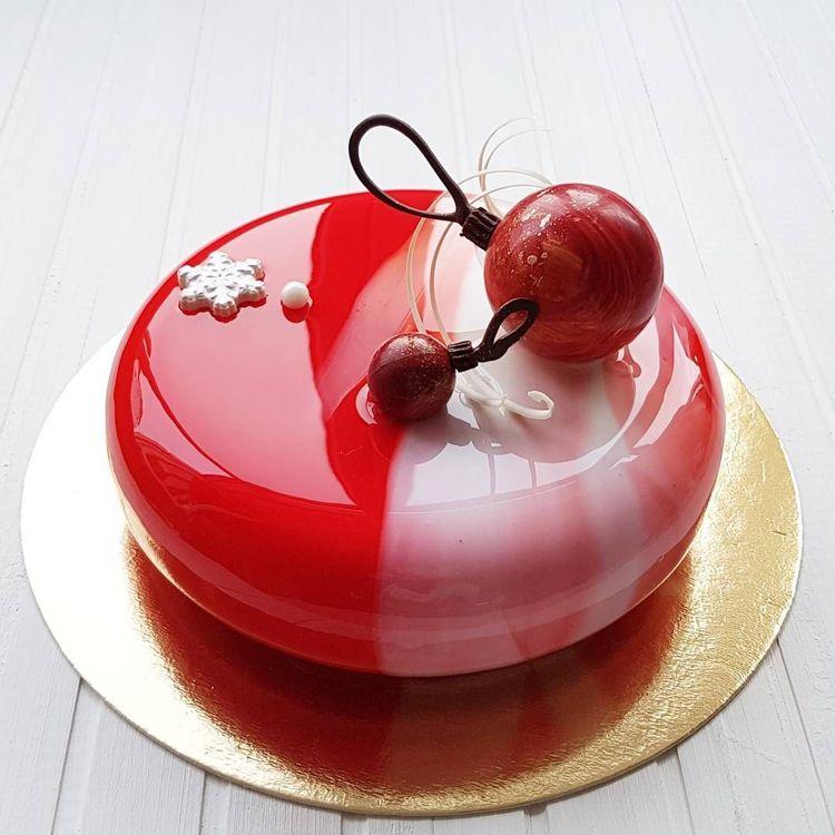Mirror glaze Torte: Rezept für Spiegelkuchen mit Überzug aus glänzender Glasur - Dekoration Haus #mugcake