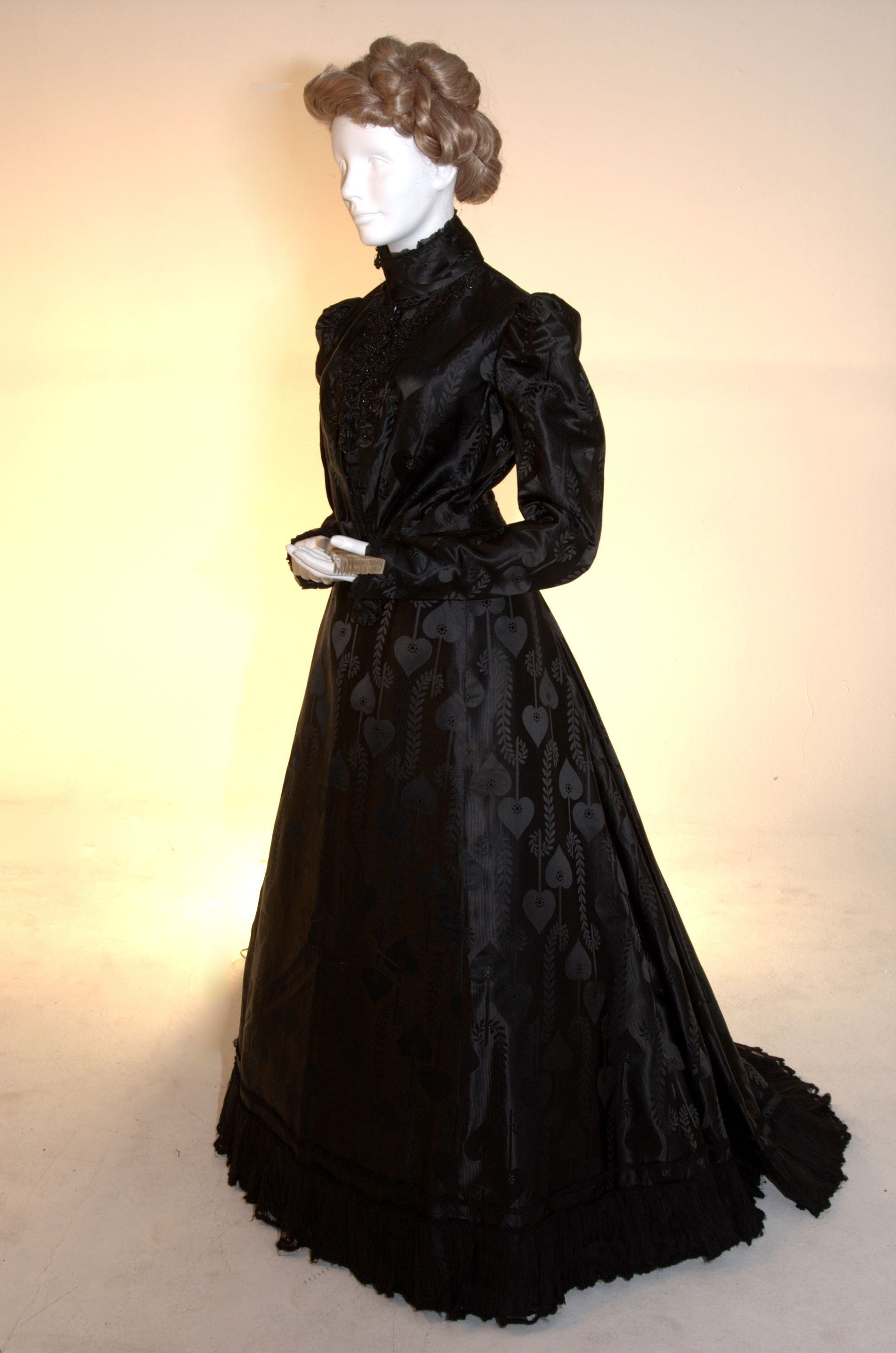 C 1900 Mourning Dress In Printed Silk Satin And Applications Organdy Edwardian Gowns Victorian Fashion Historical Dresses [ 3039 x 2014 Pixel ]