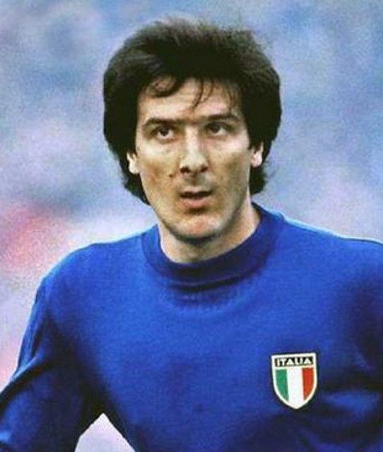 Gaetano Scirea.....che campione...signore in campo e nella vita.  Non capisco perché lo Juventus Stadium non è stato intitolato a questo campione.  Mai ammonito nella sua carriera.....lui che era difensore.