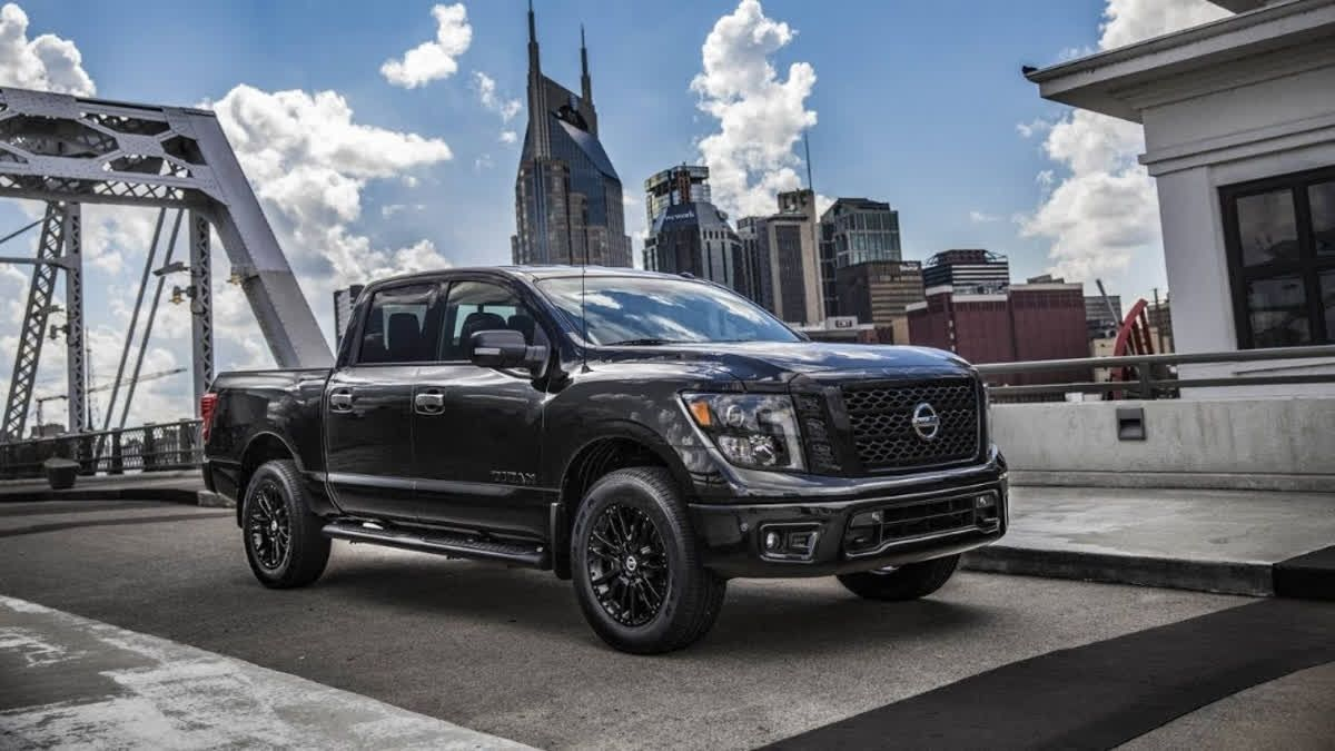 Under The Titan S Xd S Masculine Hood You Could Have The 5 6 Liter Endurance V8 That Punches Out 390 Lively Thoroughbreds A Nissan Titan Nissan Japanese Cars