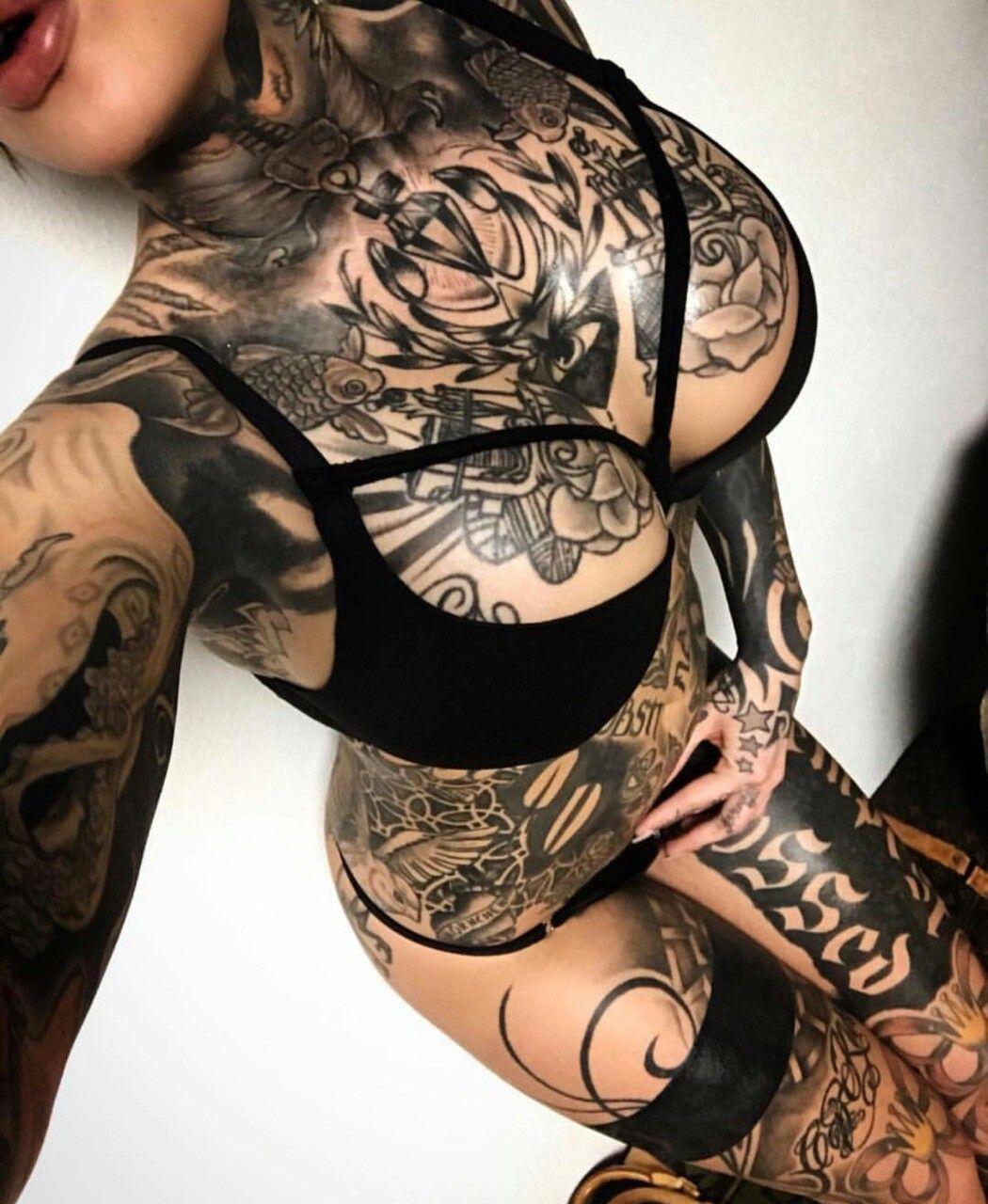 Tattoo old school tatuaggi old school pin up significato e foto quotes - Love This Leg Stocking Tattoo Idea