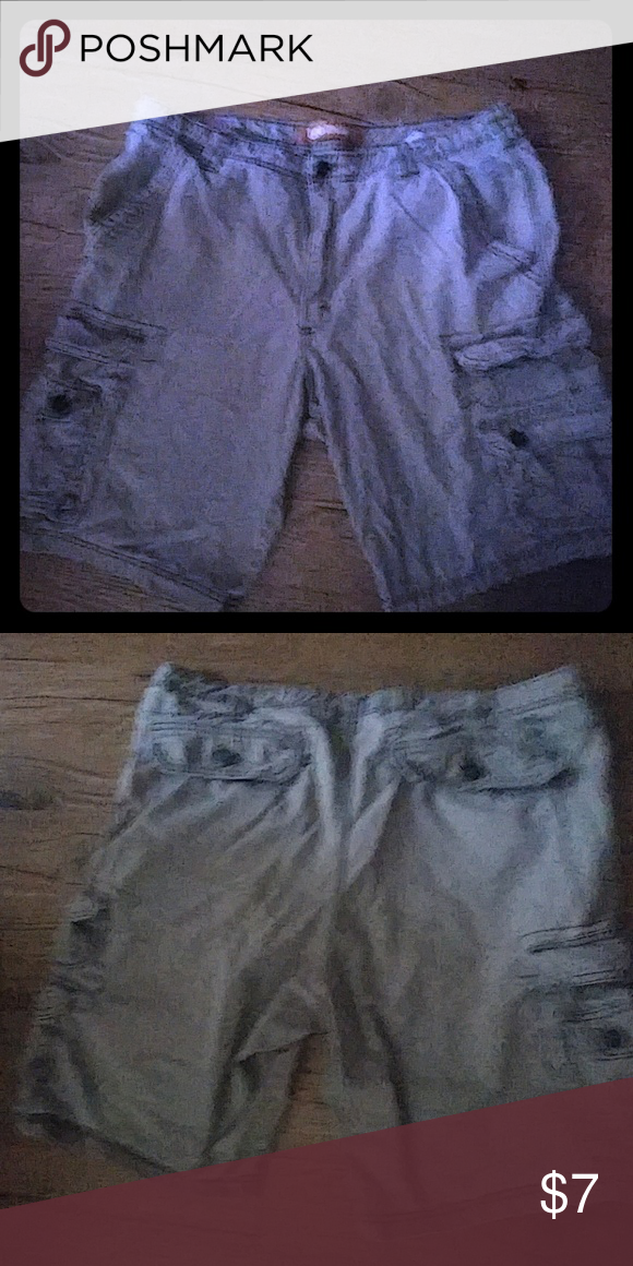 Mens Lee Dungaree . GONE TOMORROW! Men's cargo shorts size 36 these are in good used condition no rips stains or tears all the buttons zippers and velcros work on all the pockets a nice pair of shorts for your man! Shorts Cargos