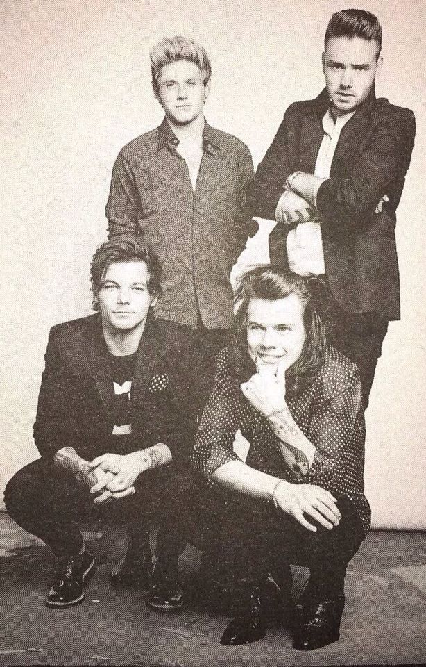 Louis' pocket square matches Harry's shirt how cute