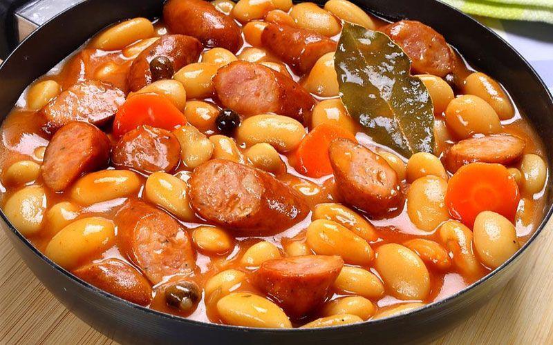 """Белая фасоль в томатном соусе с """"Охотничьими"""" колбасками ..."""
