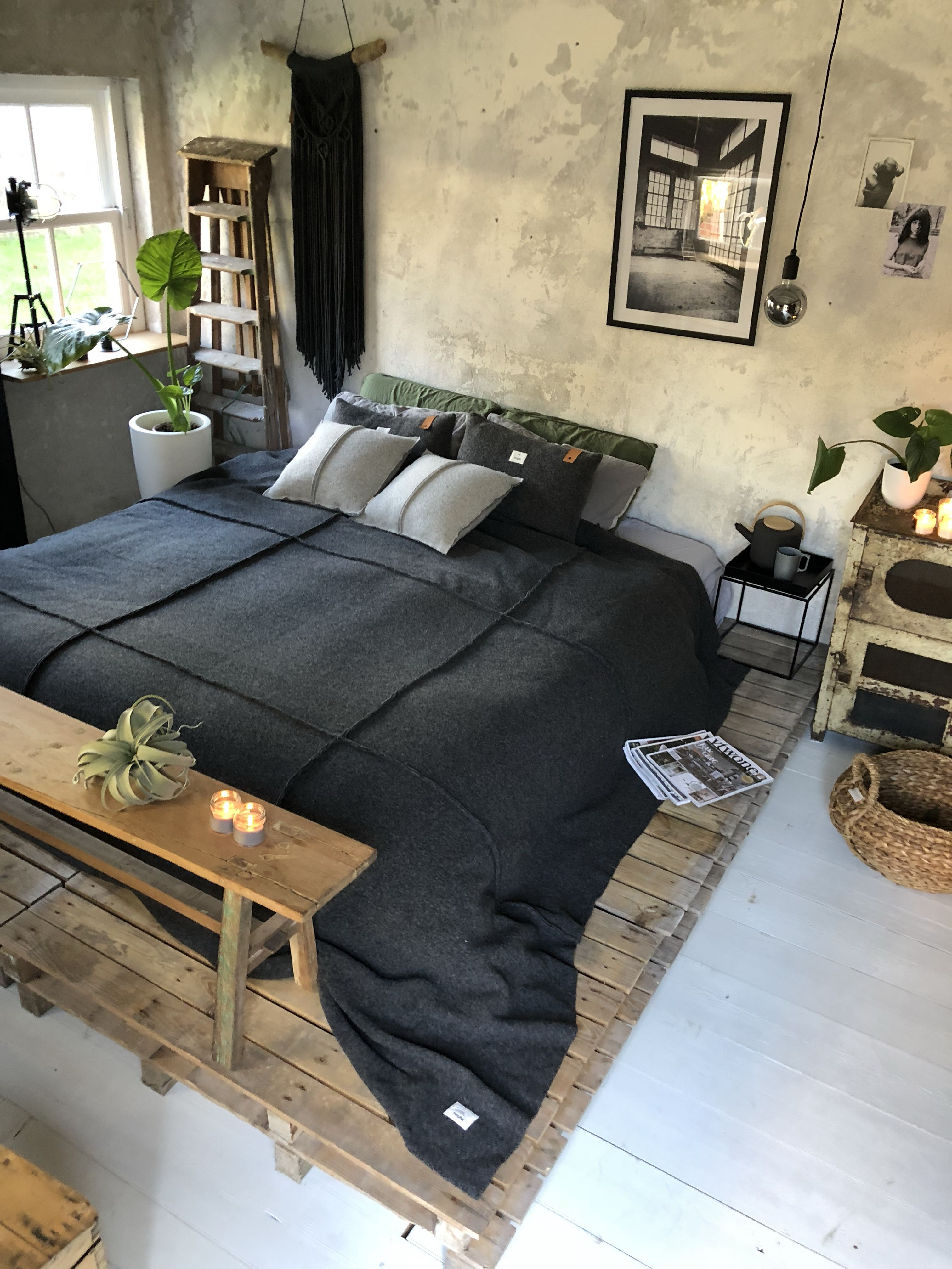 Pallet Slaapkamer Slaapkamer Wood Pallet Dark Home In 2019 Home Bedroom