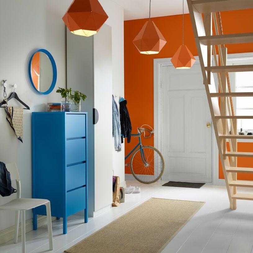 hall d 39 entr e avec commode 4 tiroirs et miroir bleu au dessus une garde robe id es pour la. Black Bedroom Furniture Sets. Home Design Ideas