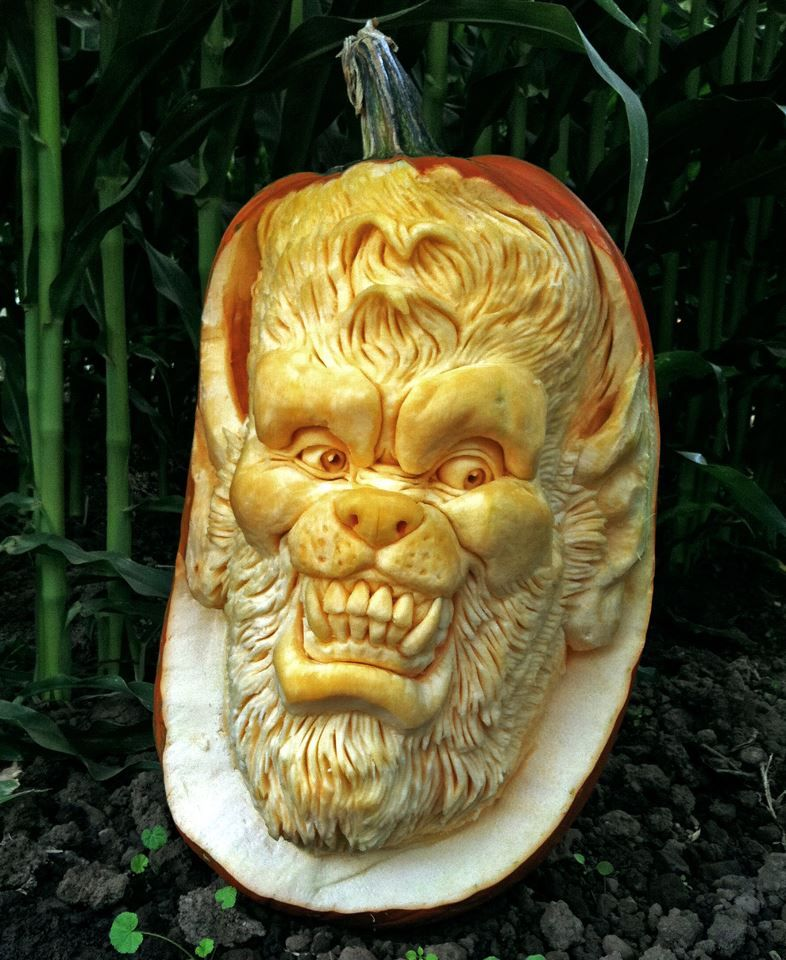 its cool how people can do fruit art but this fruit art looks a little scary