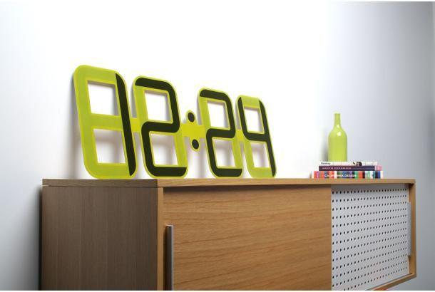 「Clock One」(Twelve24)は、世界で初めて電子ペーパーを採用した時計。 横幅、全長1メートルの […]