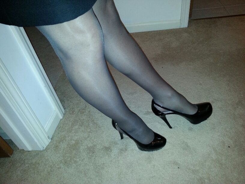 6f06af556 Guess shoes with Leggs Sheer Energy pantyhose in off black