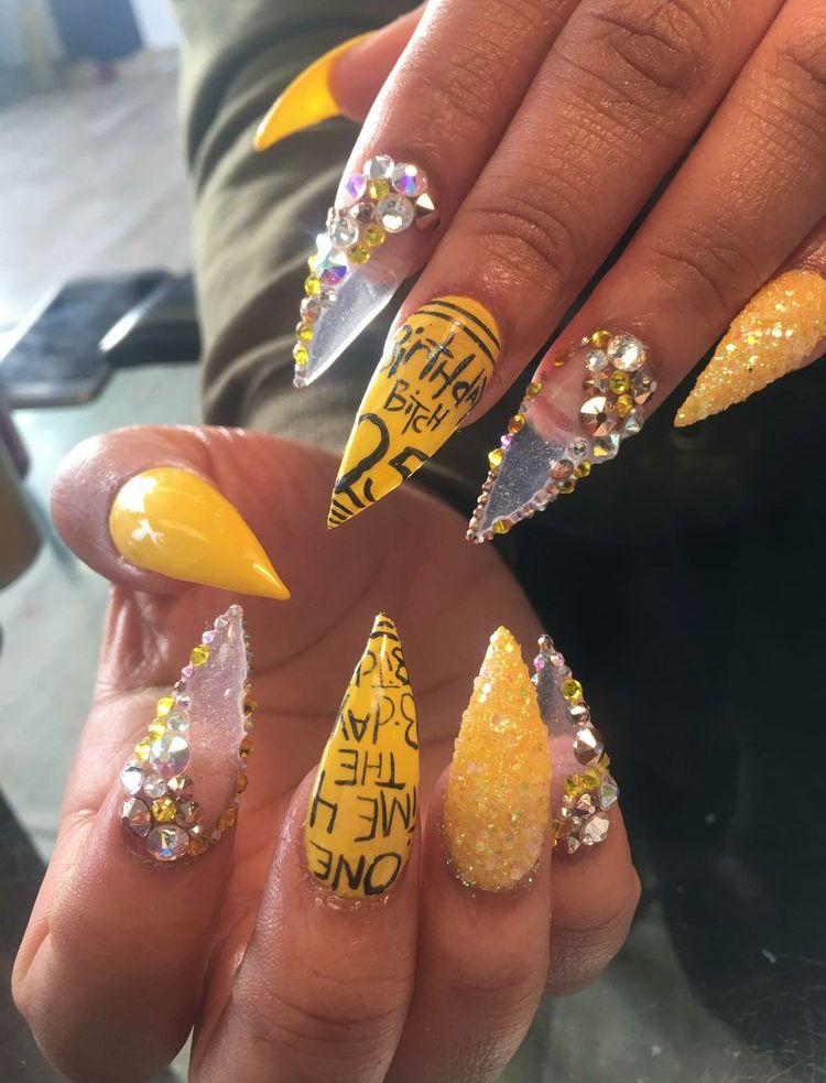 Q U E E N Halloween Acrylic Nails Unique Acrylic Nails Yellow Nails