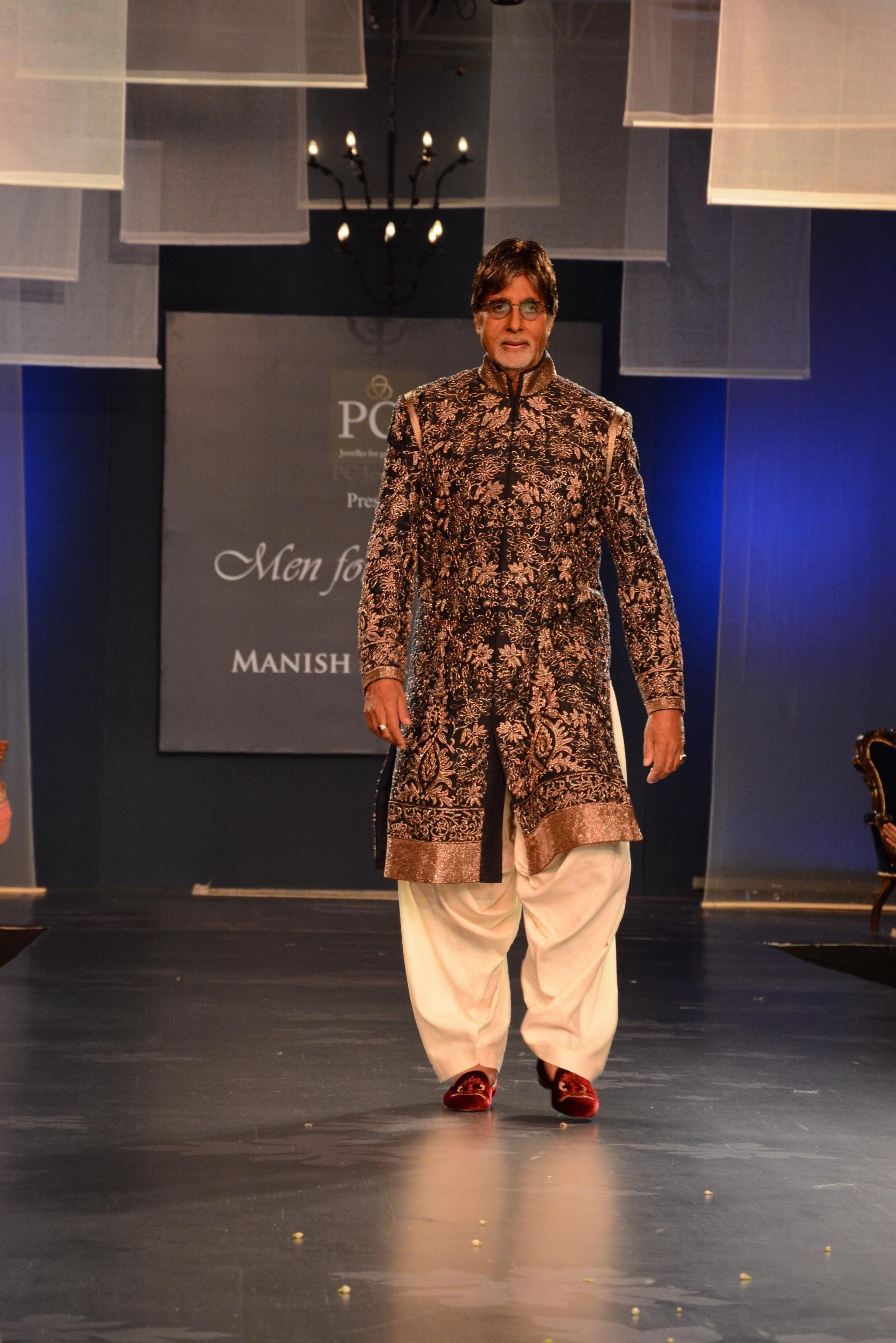 Actor Amitabh Bachchan Walks For Fashion Designer Manish Malhotra During Men For Mijwan At Grand Hyatt In Mumbai On Apri Fashion Manish Malhotra Kurta Style