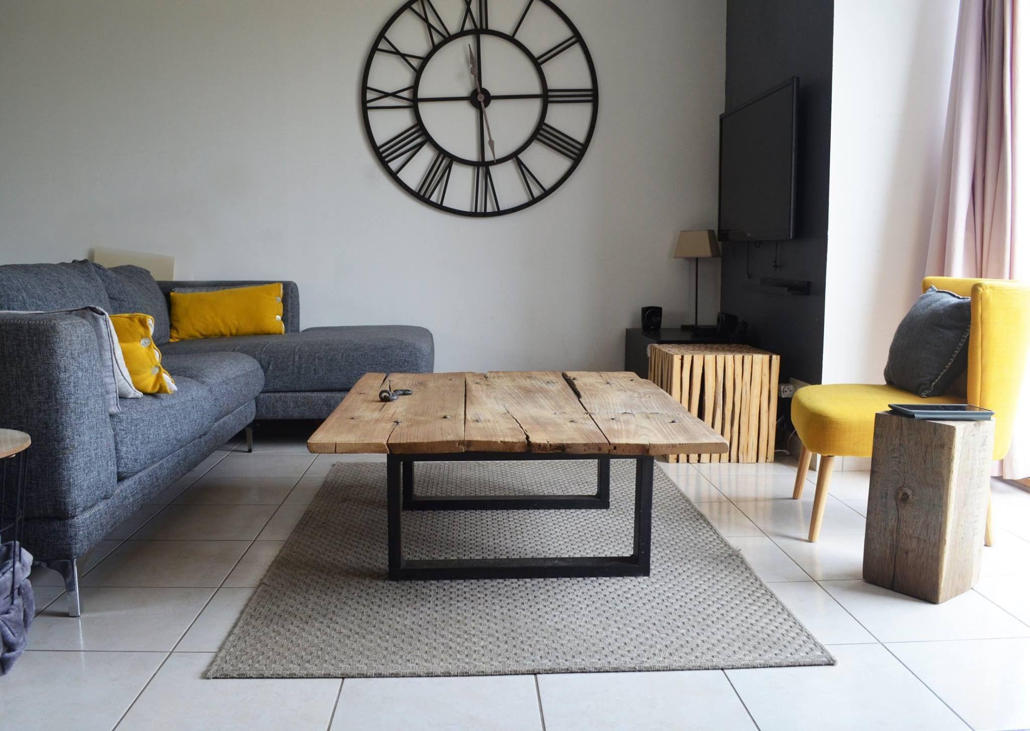 A Vendre Piece Unique Table Basse Industriellecette Table Industrielle A Ete Fabrique Avec Une Ancienne Porte De Grange Table Basse Table Industrielle Deco