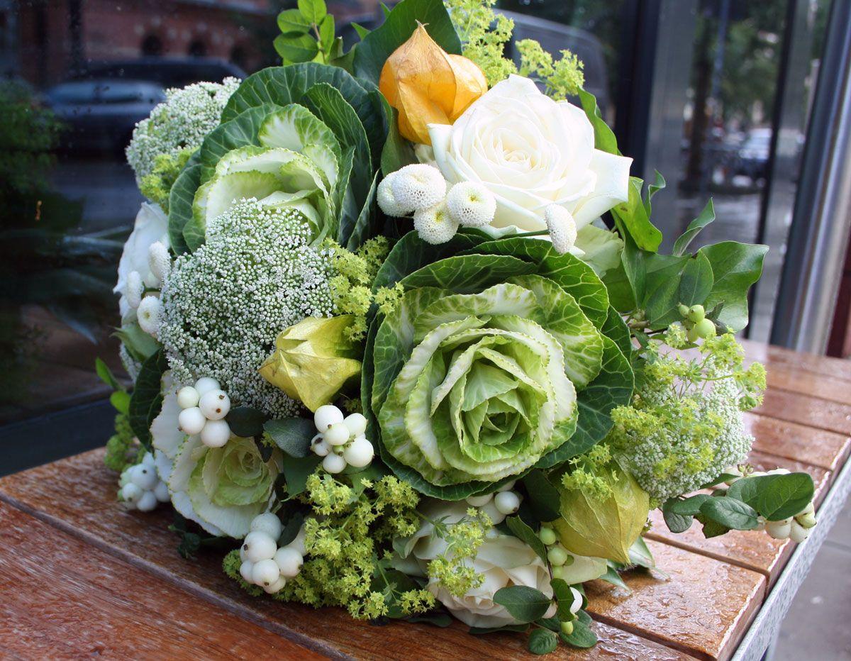 #Blumenstrauß mit #Zierkohl, #Schneebeere, #Physalis, #Herbst, #flowers #bouquet, photo Birgit Puck