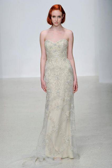 vestido-de-novia-vintage-en-color-nude-con-brocados-y-escote