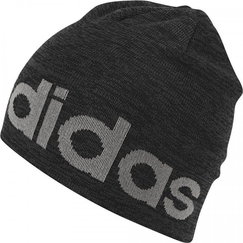 3e5ab69f746 Pánská čepice značky adidas. Čepice klasického střihu vyrobená z příjemného  měkkého materiálu Vás zahřeje během